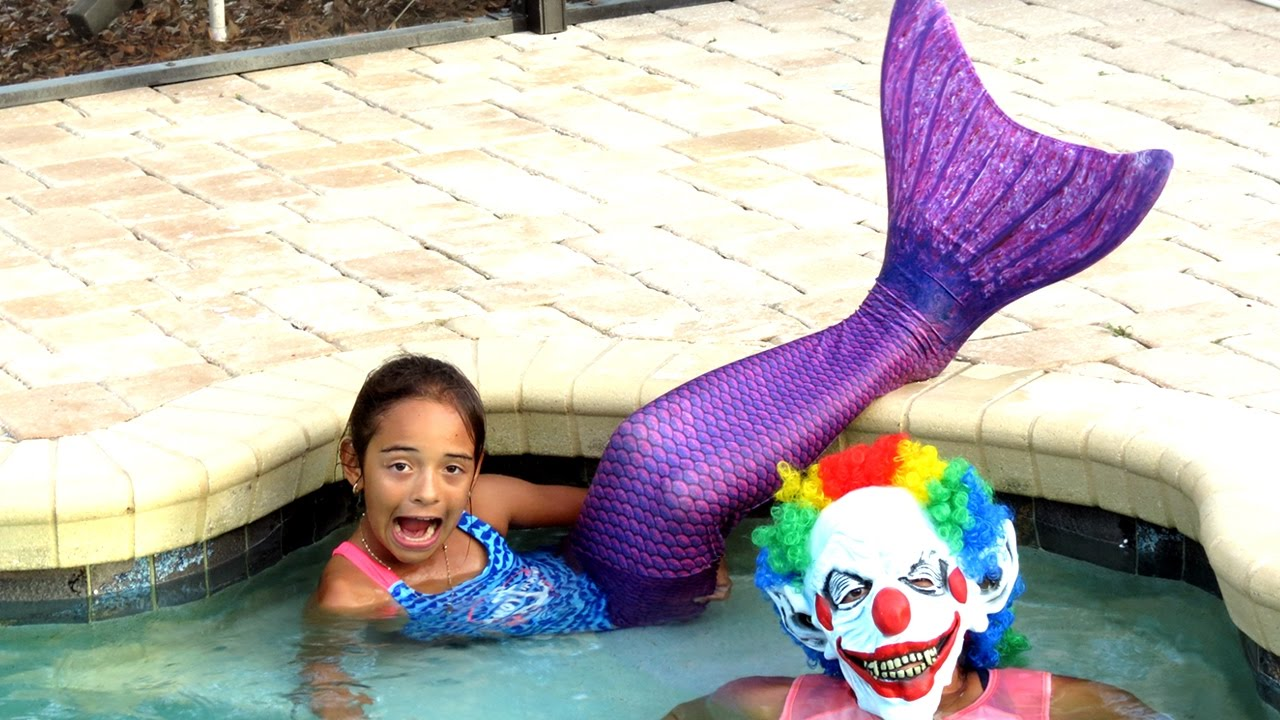 MERMAIDS SWIMMING WITH SCARY CLOWN IN POOL! Diving and Playing STINGRAY ATTACK Toys To See