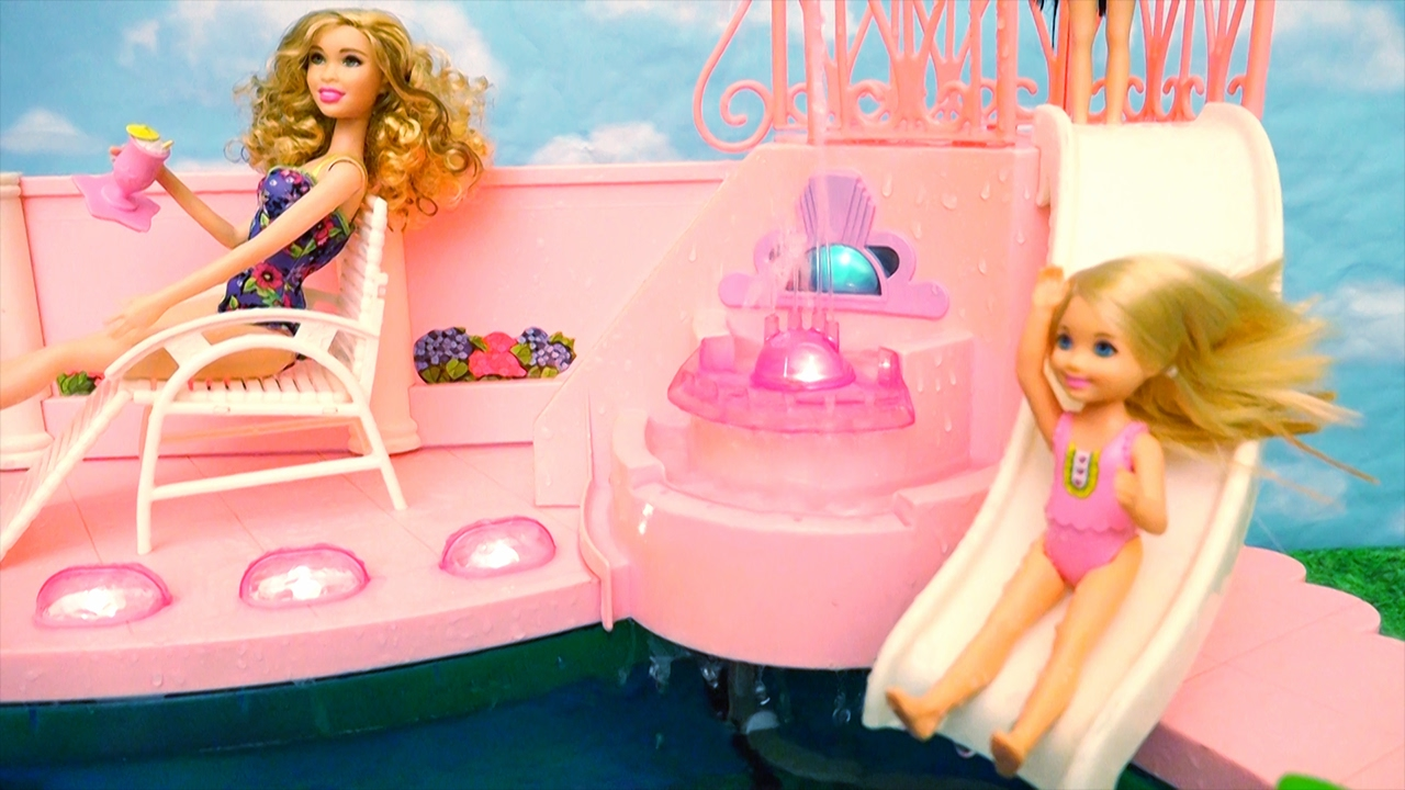 Barbie Toy Fountain Swimming Pool – Chelsea Feels Bad She Doesn't Know How to Swim & Her Friends Do